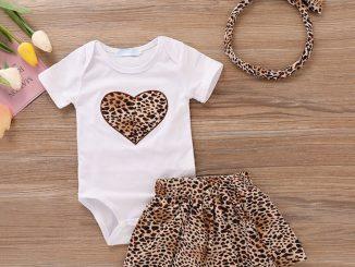 bebek kıyafeti seçimi, bebeği giydirmede dikkat edilecekler, bebekler nasıl giydirilmeli